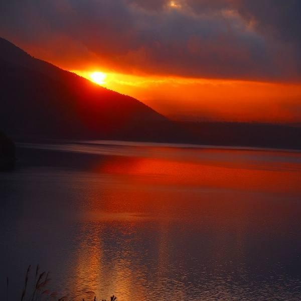 朝日の富士山見れず