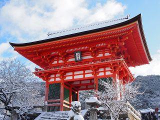 雪の清水寺 仁王門